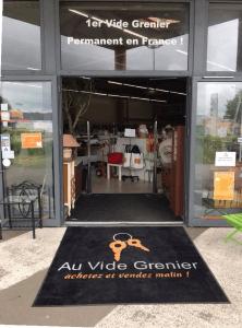 Au-Vide-Grenier-Entree