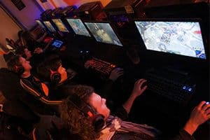 Franchise de bar eSport à l'enseigne WarpZone