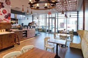Intérieur de restaurant franchisé à l'enseigne Copper Branch