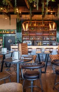 Intérieur de restaurant à l'enseigne de cuisine italienne Volfoni