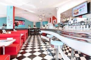 Restaurant franchisé Holly's Diner intérieur
