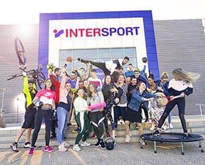 Magasin d'articles de sport sous enseigne Intersport à Nîmes