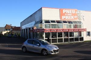 Centre auto à l'enseigne Pneus à bas Prix à Caen
