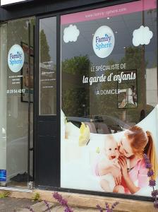 Vitrine d'agence de garde d'enfants Family Sphere en franchise
