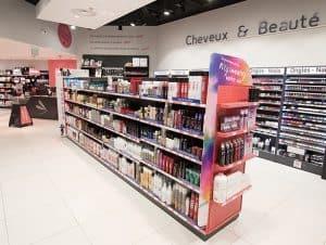 Intérieur de magasin à l'enseigne de produits de coiffure Bleu Libellule